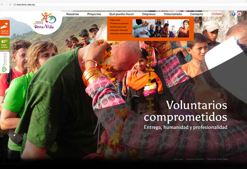 Portada de la web de Cooperación Internacional Dona Vida. Voluntarios llegando a Nepal