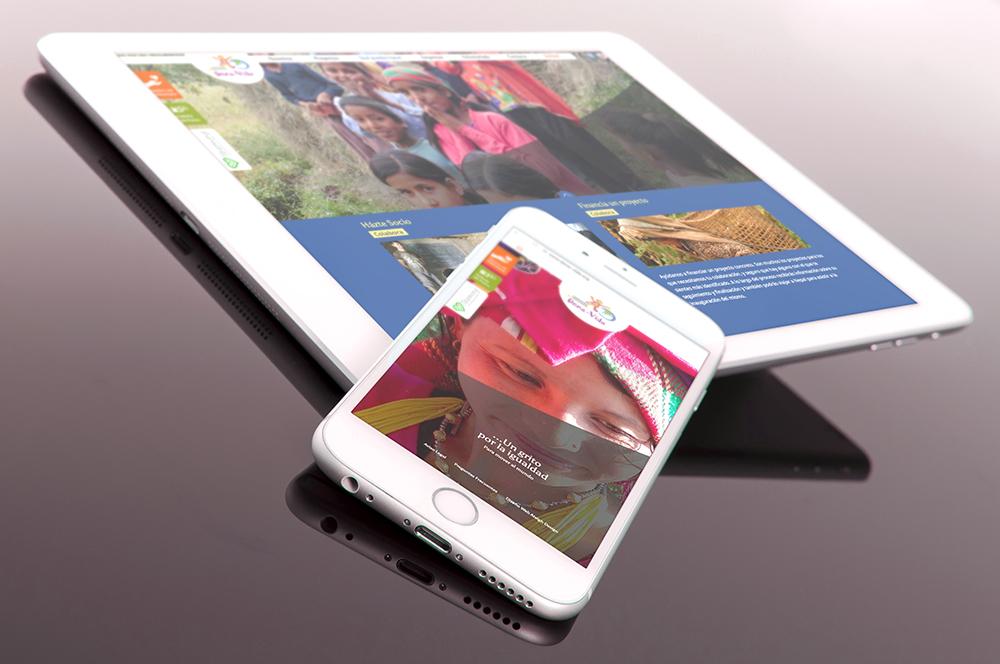 Ipad y móvil con apartados de la web de Cooperación Internacional Dona Vida