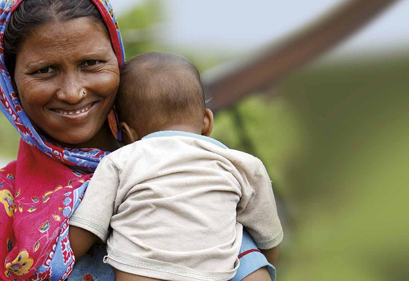Señora y niño en Nepal